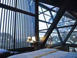 The main bedroom and en-suite are in the loft with a great view of both nature and the architecture.