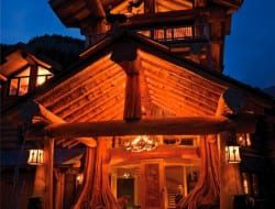 Amazing Log Home - Approach