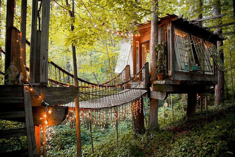Mind, body and spirit! Recycled and green as they come, this three room tree house is built for adults.