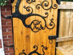 Does this wonderful garden gate make you wonder what's behind it?