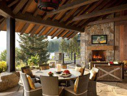What do you like about this outdoor dining area? What would you change?