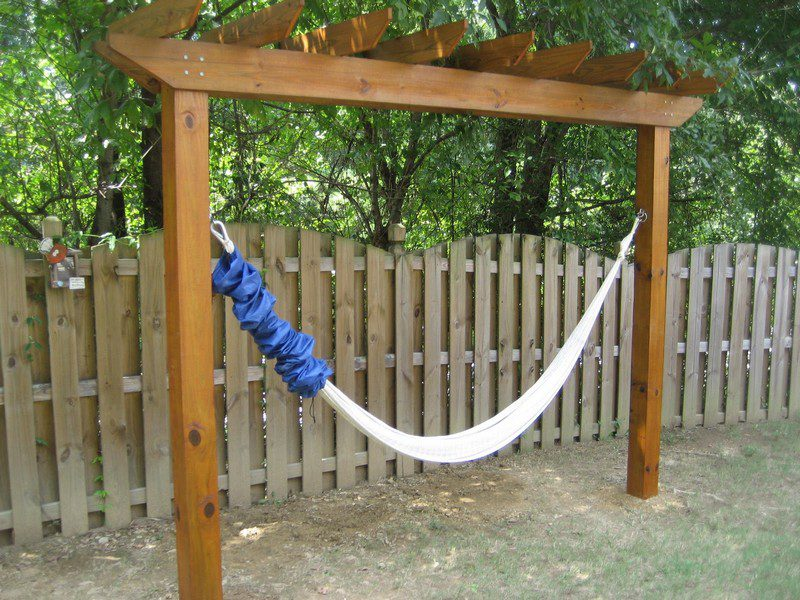 Relax In Your Yard Even Without Trees With This Diy Hammock