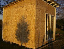 How To Build A DIY Pallet Shed - Outside walls