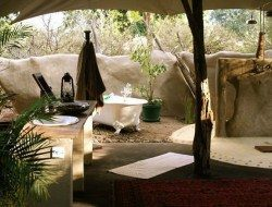 Outdoor bathing at Chongwe River House