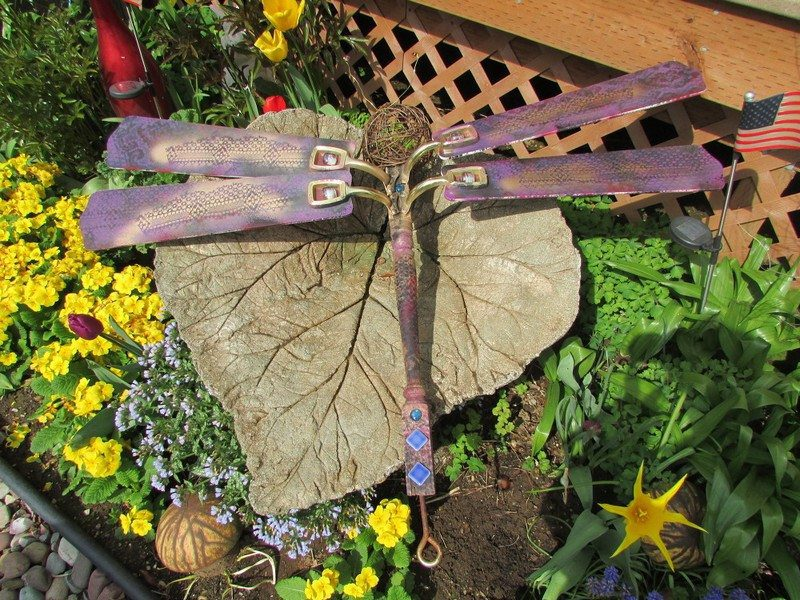 Upcycle ceiling fan blades into giant dragonflies