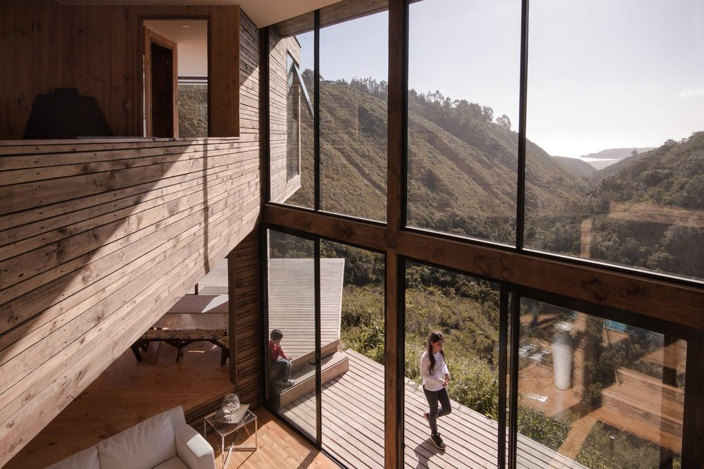 Large glass panels provide unrestricted views of the landscape.
