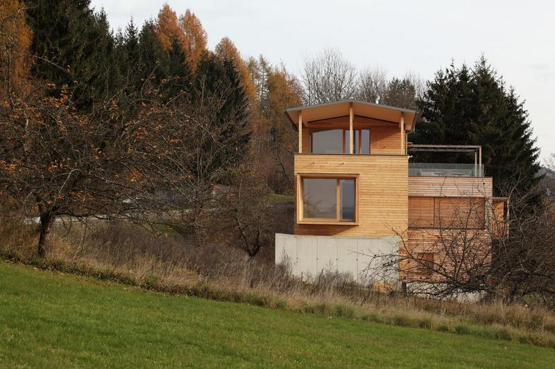 The rawness of the materials allow the Two Wooden Towers to blend well with its surroundings.