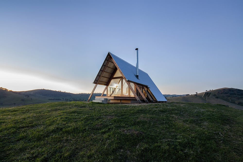 The isolated location of JR's Hut makes it an ideal place to relax and recharge, away from the busy city life.